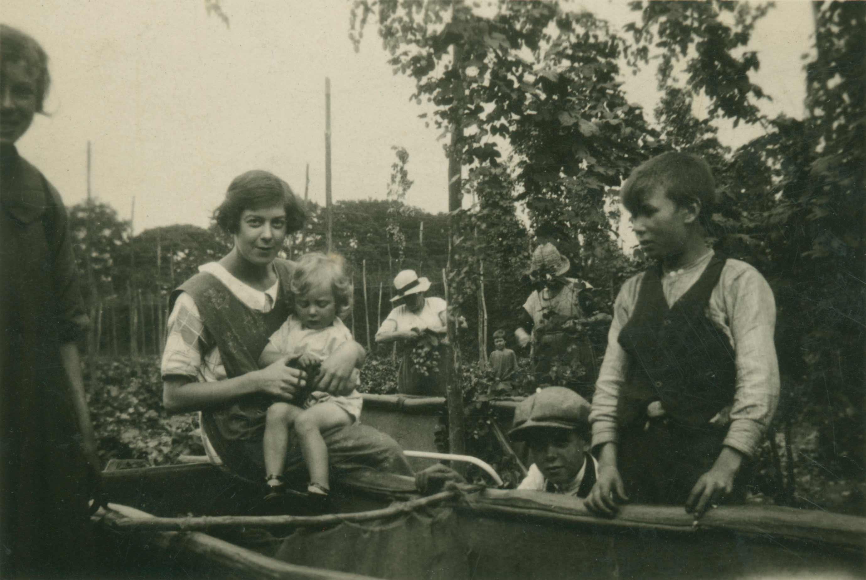 Hop-picking, Goudhurst 1923